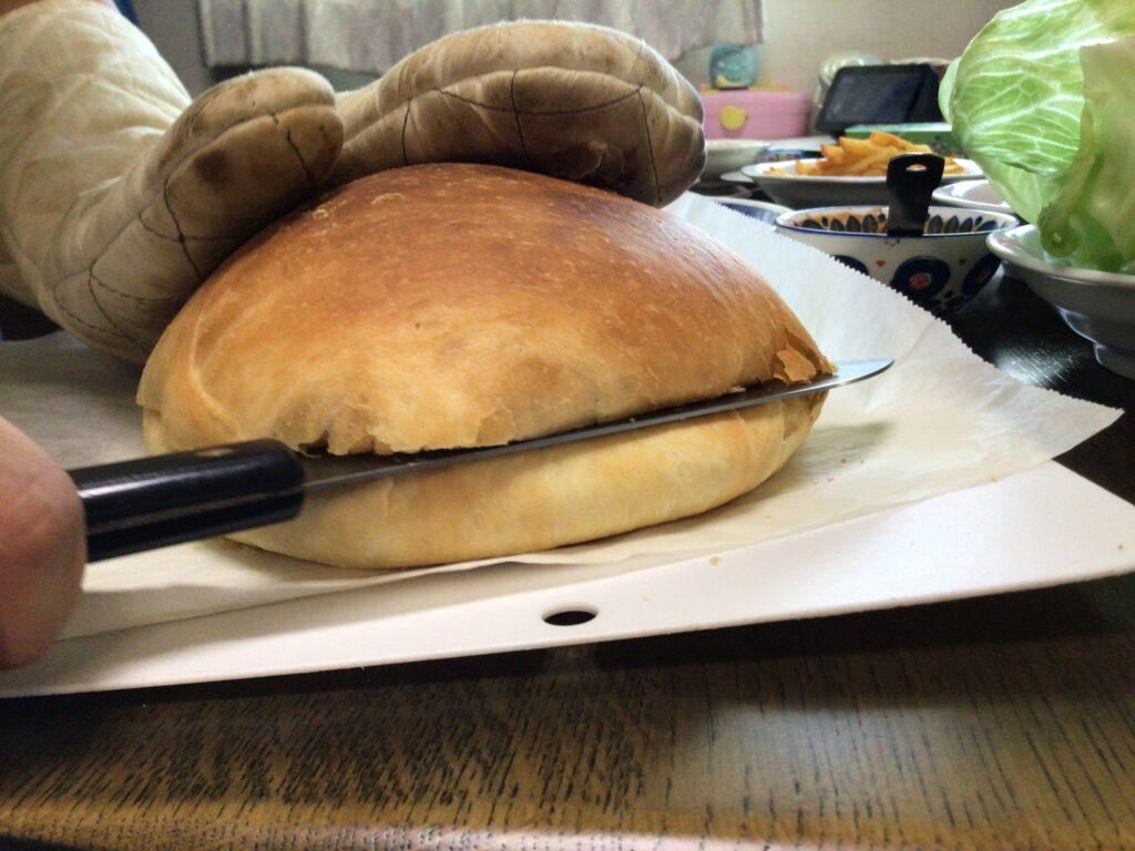 パンを切る画像